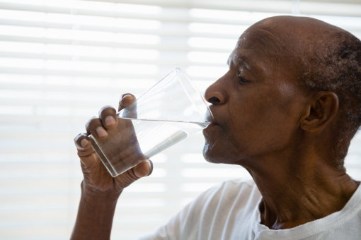 How to Ensure That a Senior Person Stays Hydrated